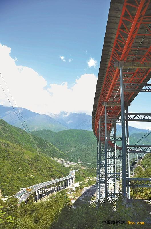 天梯高速的神来之笔 揭秘四川高速公路设计团队