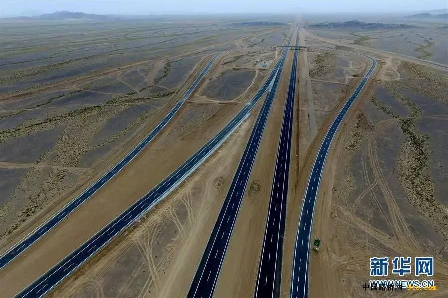 穿戈壁、过沙漠!这条高速公路今天通车!又一世界纪录!