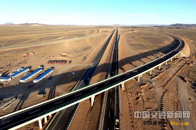 穿越无人区 一路高速向北京 ——G7京新高速公路新疆段建设通车纪实