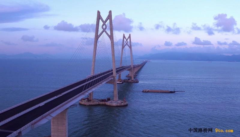 壳牌沥青助力港珠澳大桥主桥大陆段桥面铺装完成