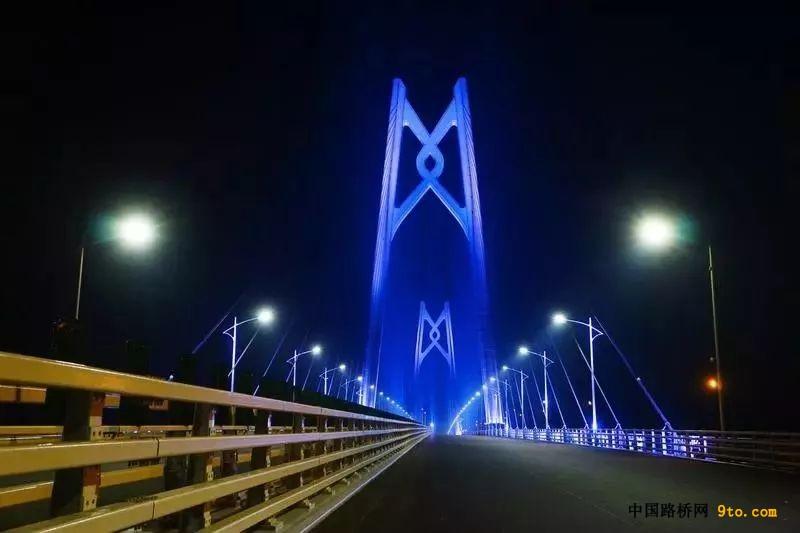 港珠澳大桥主体全线亮灯 惊艳全世界