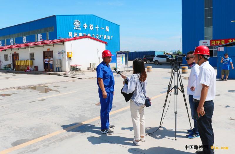 图4,项目专职副书记孙立海接受电视台采访3
