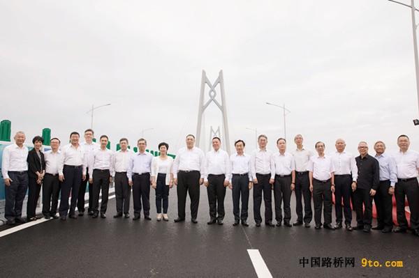 崔世安考察港珠澳大桥