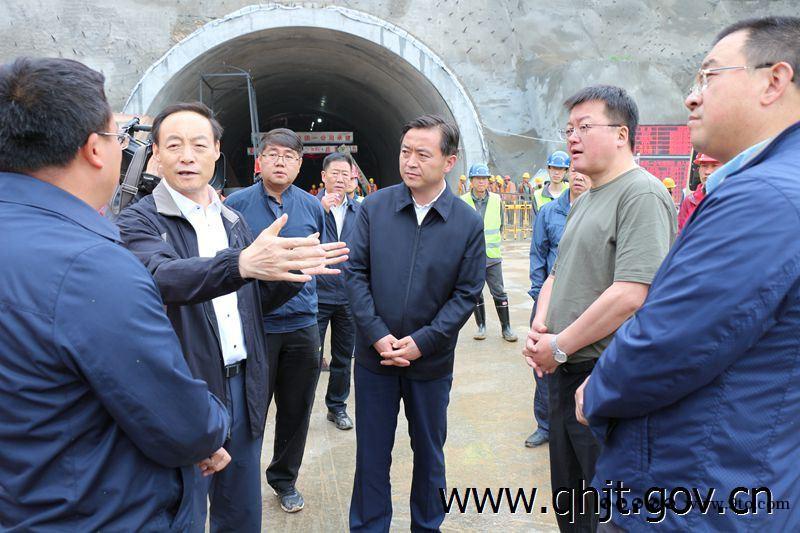 青海:西宁市委副书记、市长张晓容赴G227老城关经西宁至上新庄公路工程建设项目现场调研