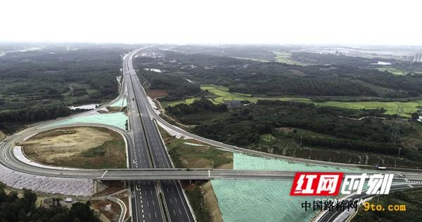 岳望添通途 汗水铸辉煌——岳望高速公路建设纪实