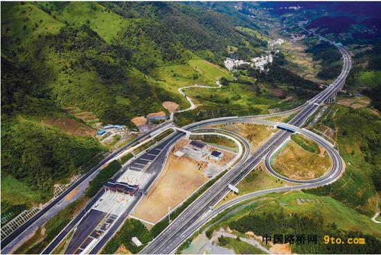 """贵州:仅用24年 在西部率先实现""""县县通高速"""""""