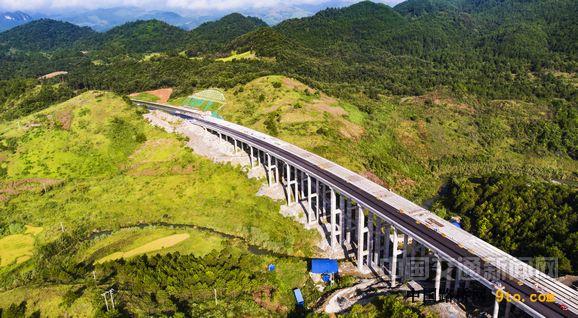贵州:荔榕高速建成通车