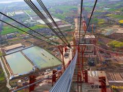 江苏:五峰山长江大桥主缆索股牵引超百根