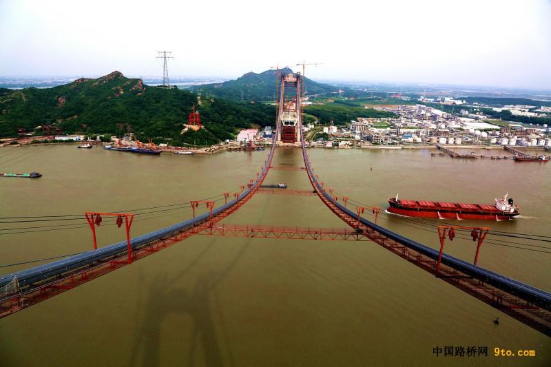 图1:美丽的五峰山长江大桥