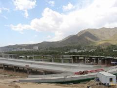 中铁十一局二公司扎倒公路项目钢箱梁顺利完成架设