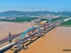 浙江:金台铁路灵江特大桥第一跨钢管拱顺利合龙