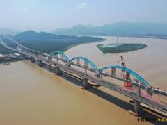 浙江:金台铁路灵江特大桥钢管拱顺利合龙