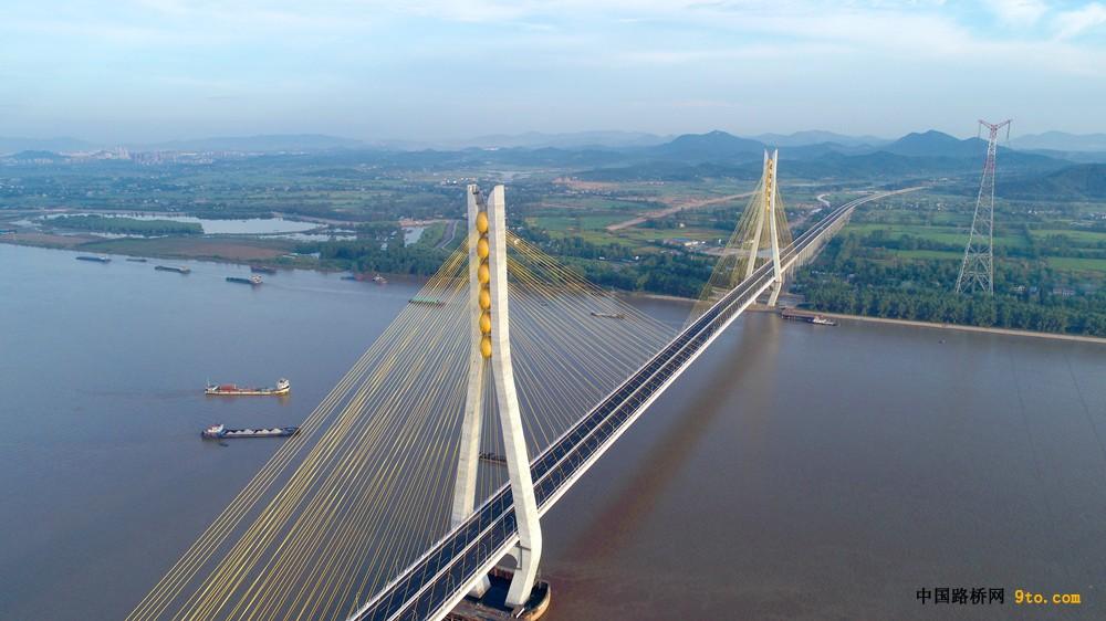 安徽:池州长江公路大桥建成通车