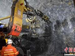 三峡库区最长高铁隧道贯通