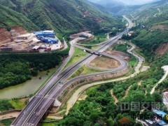 云南:元蔓高速公路红河至元阳段试通车