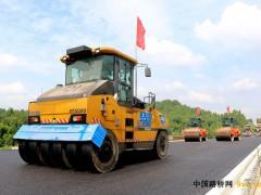 重慶:合安高速公路開始路面瀝青攤鋪施工