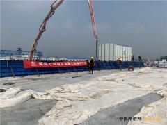 河北:榮烏高速新線ZT7標防撞護欄首件澆筑順利完成